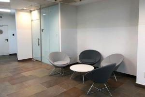 Sala de espera minimalista